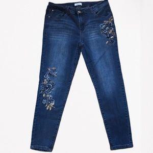 Floral Embroidered skinny Jeans EUC 10/30 Kensie